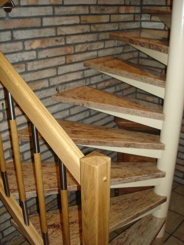 treppenrenovierung mit granit jowi holz innenausbau gmbh dauerhafte treppenrenovierung. Black Bedroom Furniture Sets. Home Design Ideas
