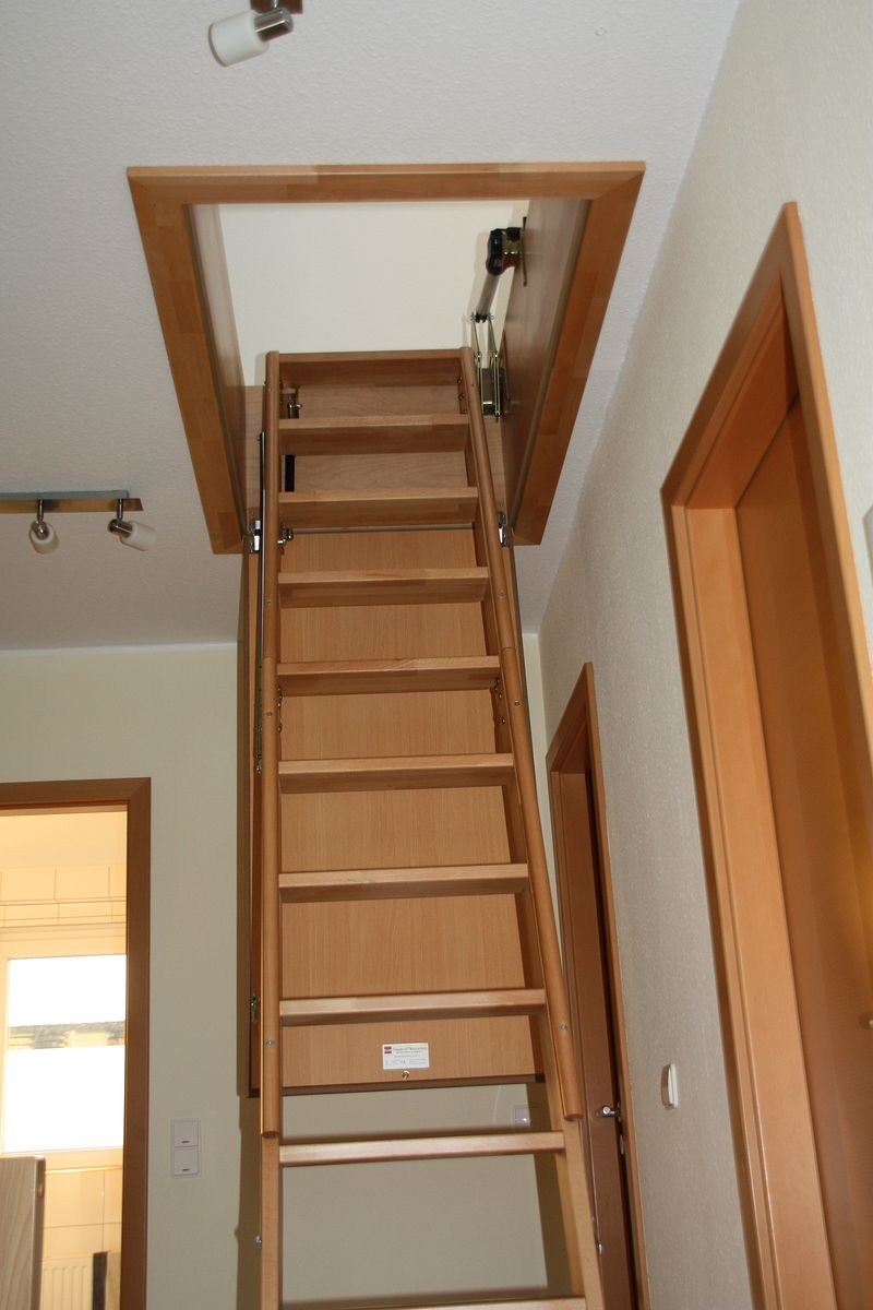 treppe f r dachboden dachboden treppen dachausbau. Black Bedroom Furniture Sets. Home Design Ideas