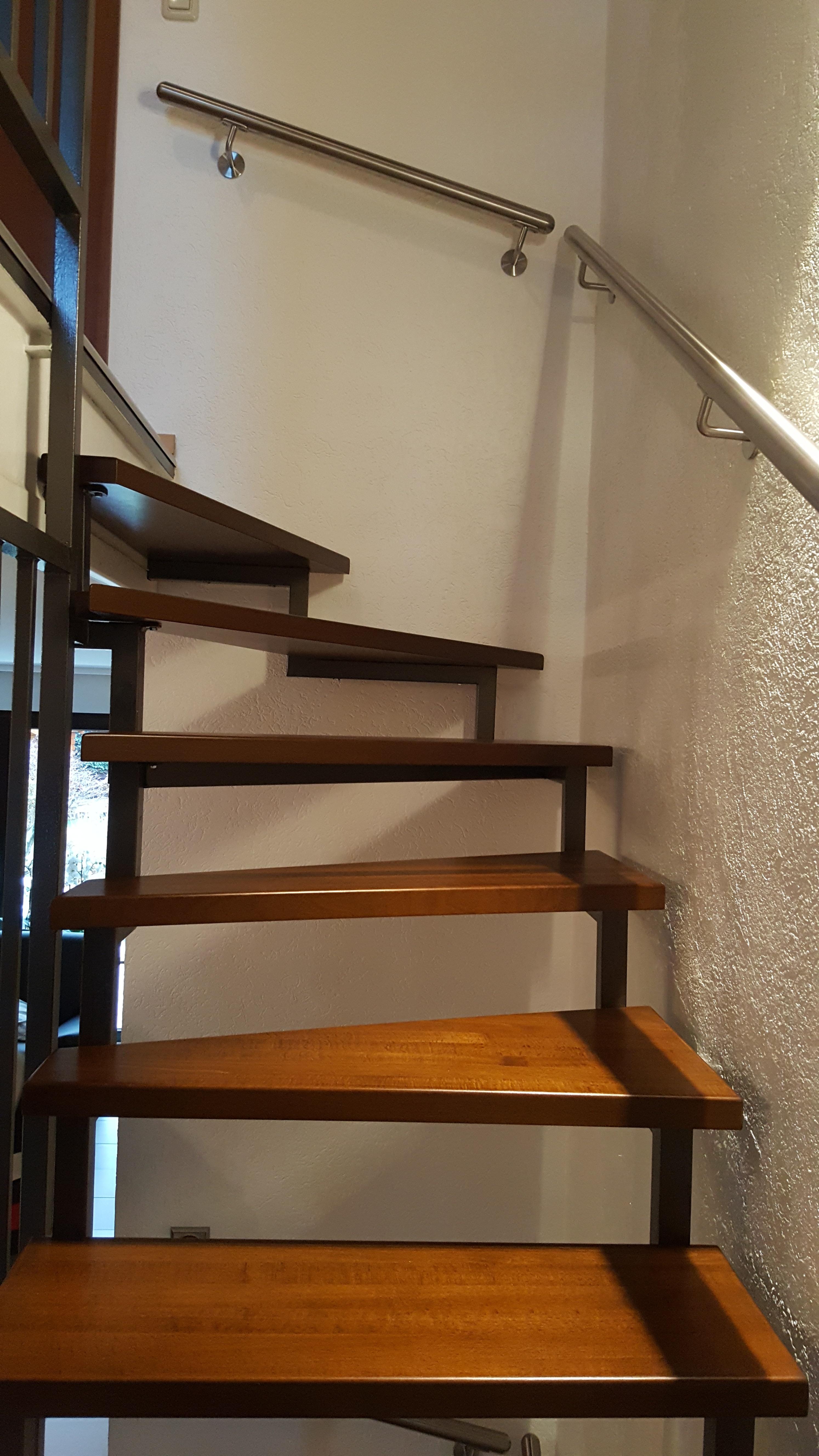 massivholzstufen auf einer stahlkonstruktionstreppe jowi. Black Bedroom Furniture Sets. Home Design Ideas