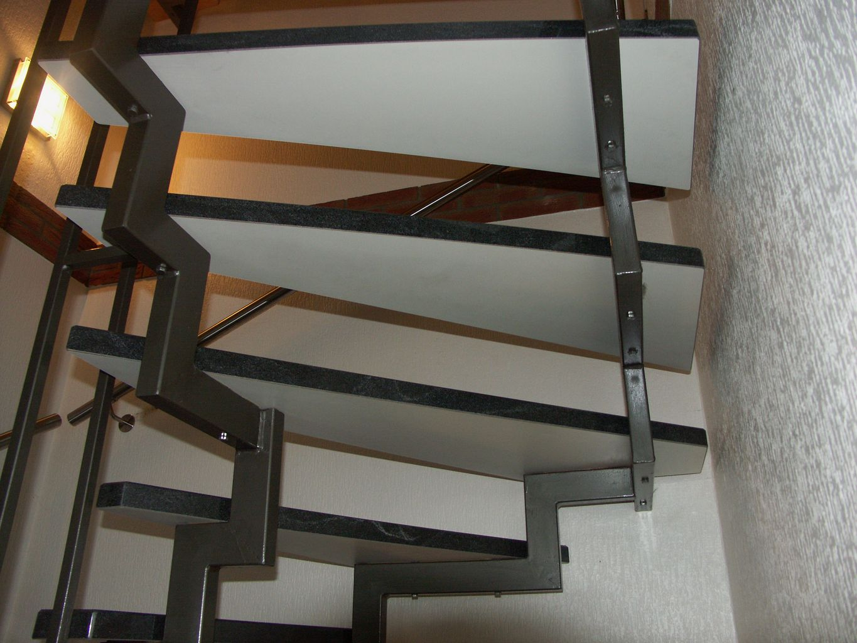 offene treppe jowi holz innenausbau gmbh dauerhafte treppenrenovierung. Black Bedroom Furniture Sets. Home Design Ideas