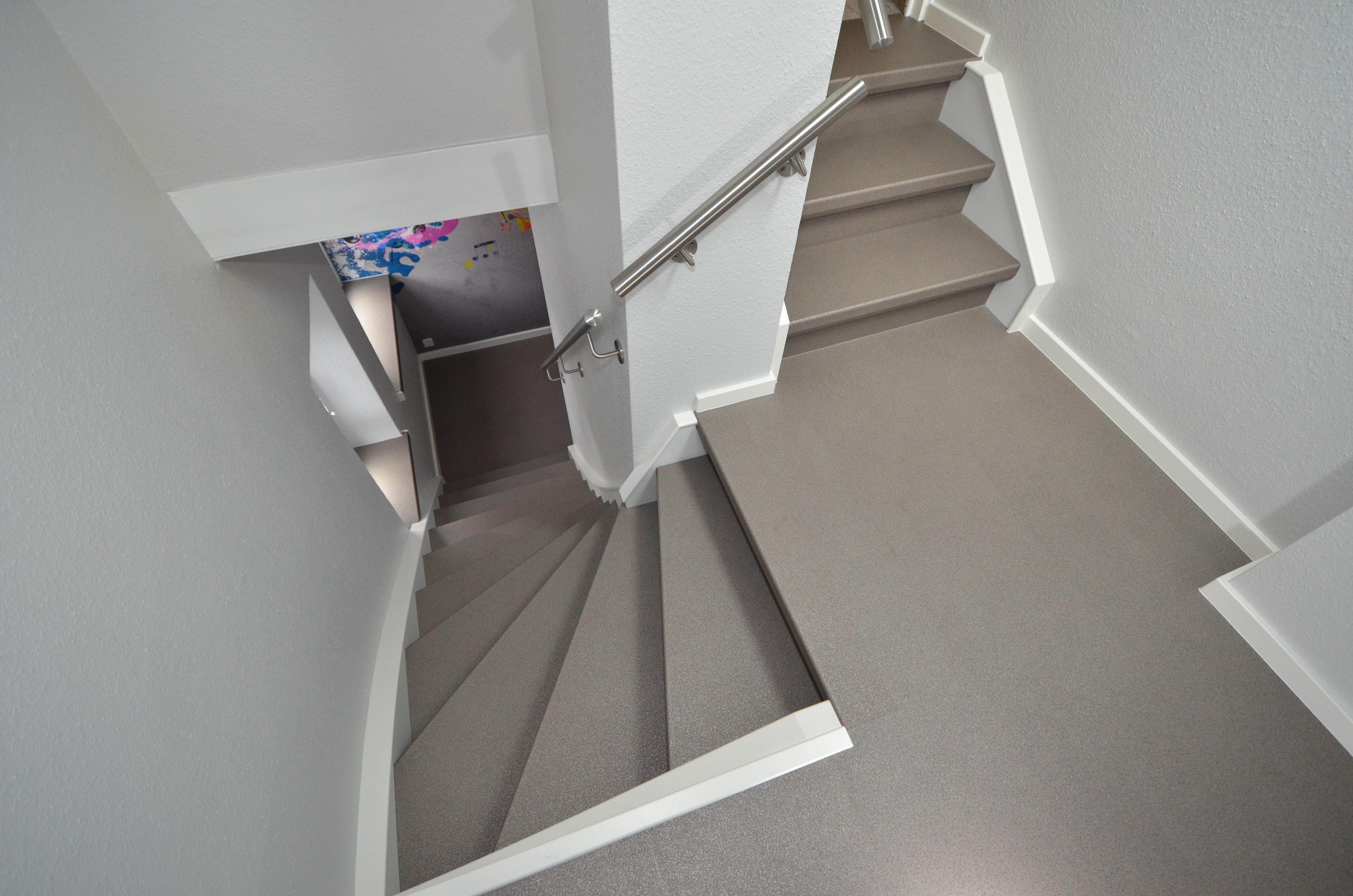 treppenrenovierung in vinyl granit jowi holz innenausbau gmbh dauerhafte treppenrenovierung. Black Bedroom Furniture Sets. Home Design Ideas