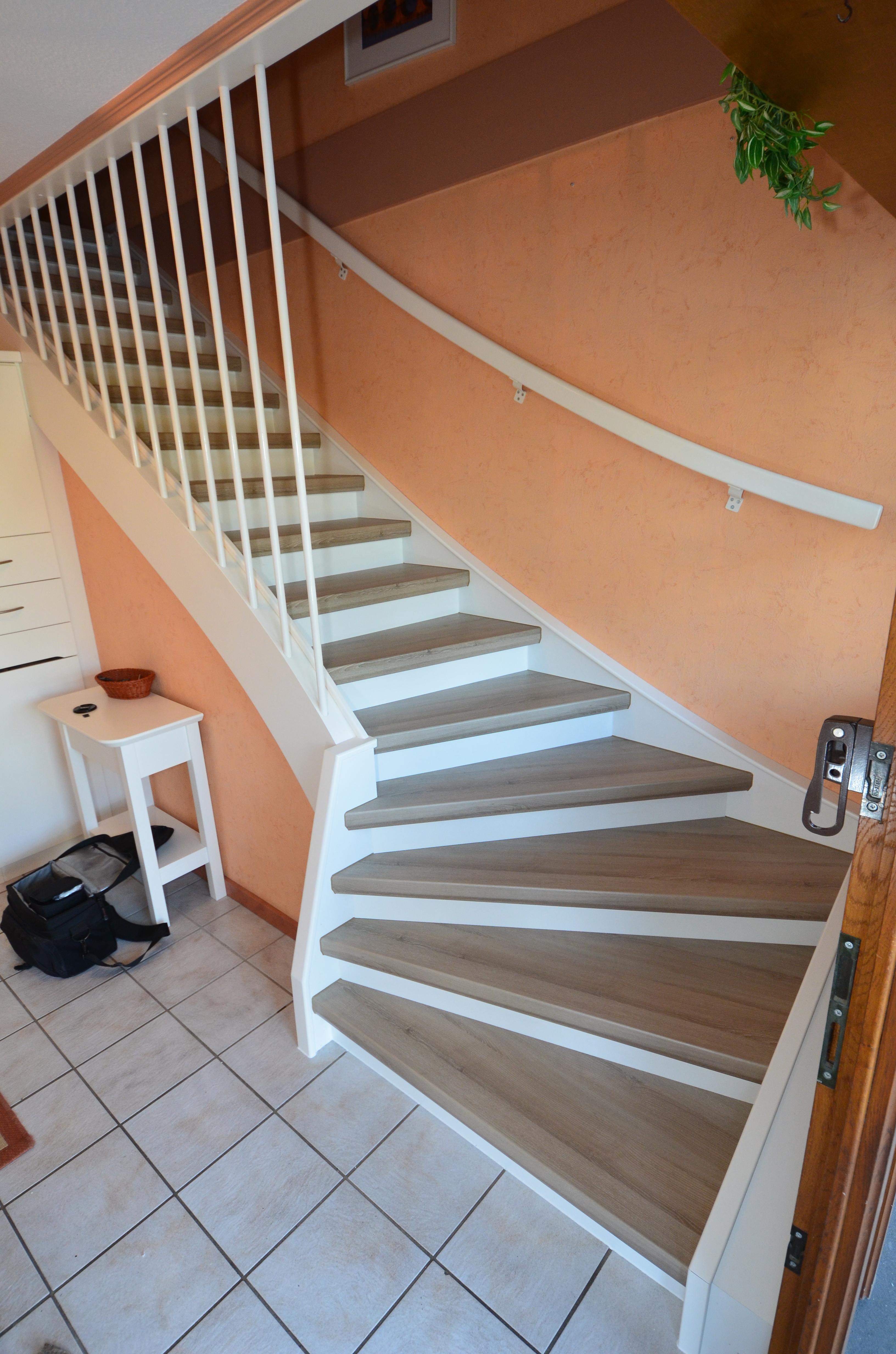 renovierung einer treppe mit podest und wangen in laminat jowi holz innenausbau gmbh. Black Bedroom Furniture Sets. Home Design Ideas